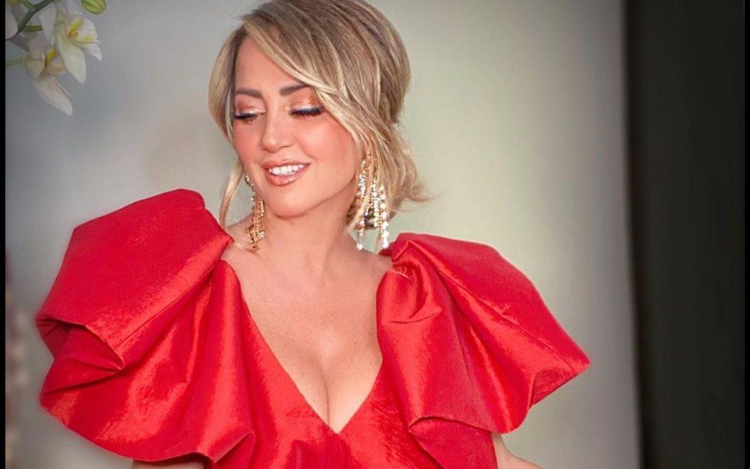 Andrea Legarreta, conquista las redes con top rojo
