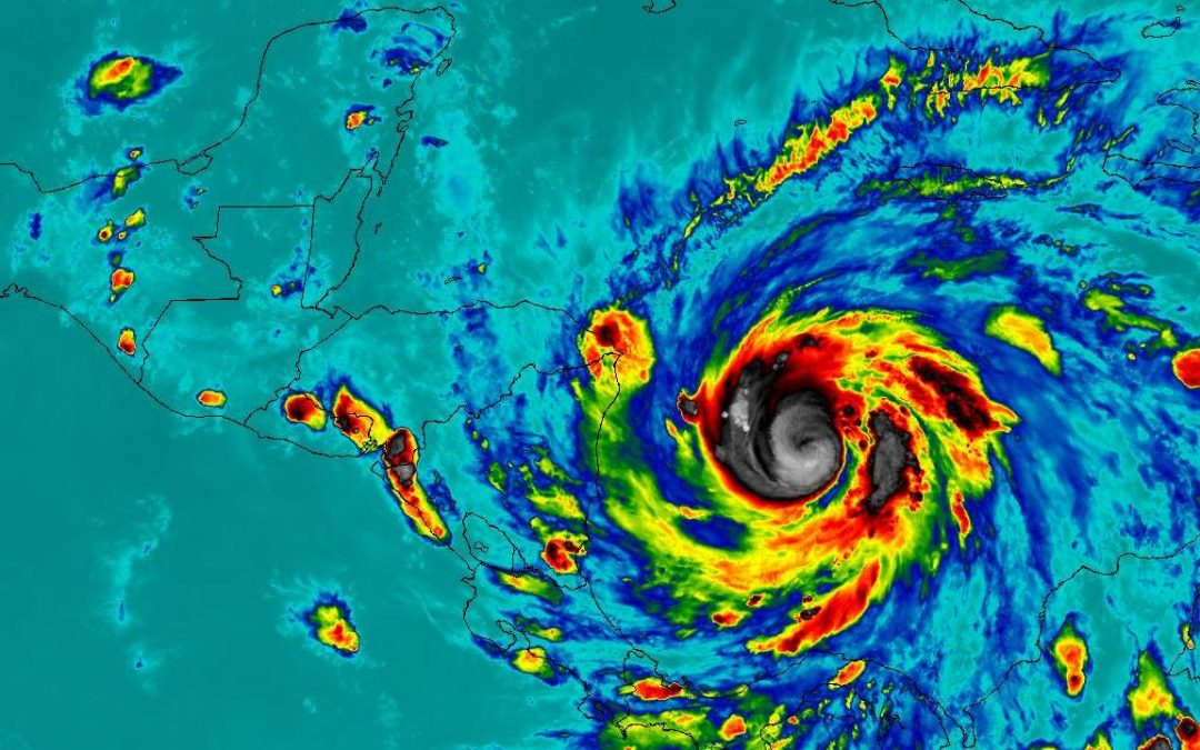 Iota se fortalece a huracán categoría 2