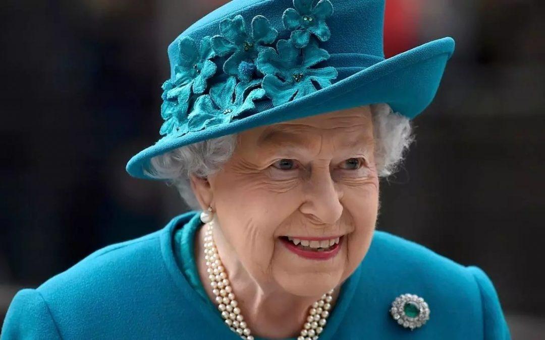 ¿Por qué la Reina Isabel II usa sombrero?